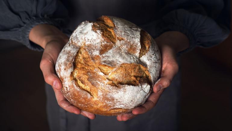 hornear pan con masa madre