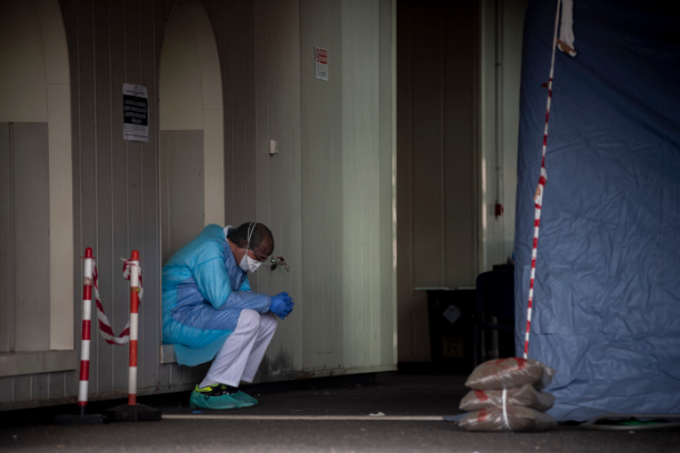 """Convertirse en padre dentro de un hospital colapsado por el coronavirus : """"Ha sido el peor momento de mi vida"""""""