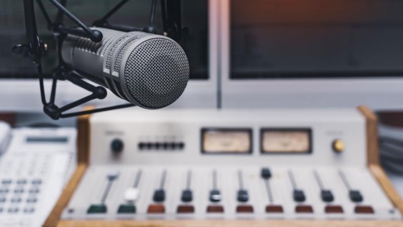 TodoPorLaRadio   Denuncian a una radio porque en sus series de ficción los indios son interpretados por europeos