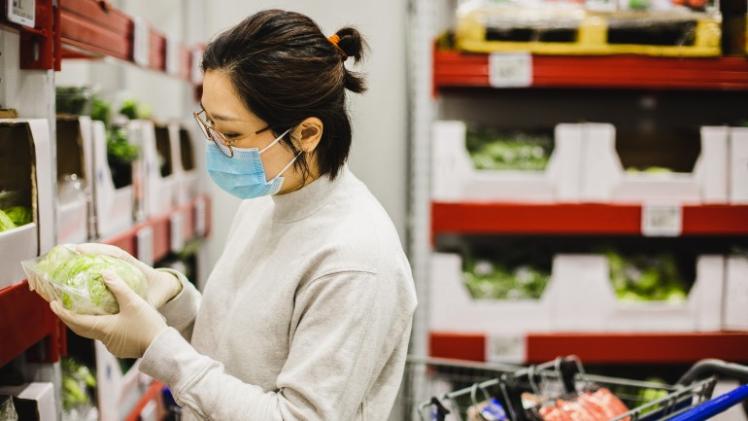 ¿Es más seguro comprar productos envasados en plástico? No necesariamente